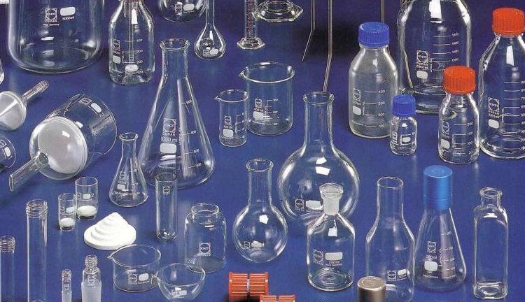 Лабораторрное стекло: колбы, чашки, мерные стаканы